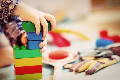kolorowe klocki dla małych dzieci