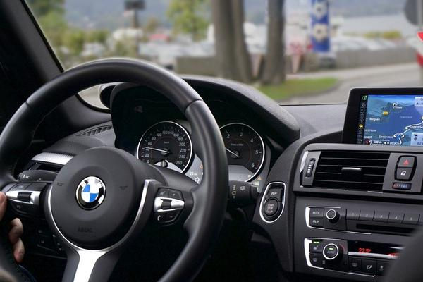 rekomendowany uchwyt samochodowy na smartphone